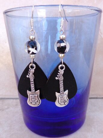 guitar-guitar-pick-earrings