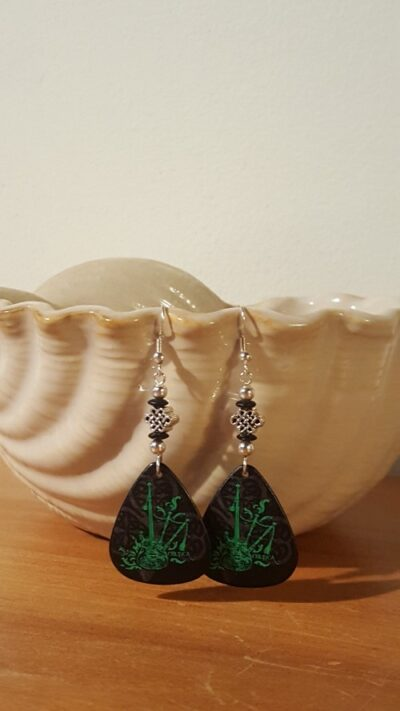 celtica-guitar-pick-earrings-green